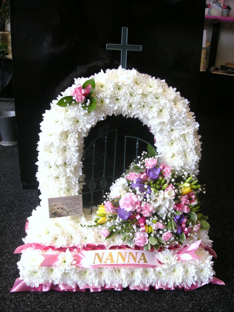Funeral flowers gayflowers liverpool click to zoom izmirmasajfo Choice Image
